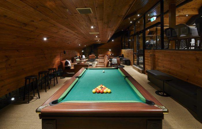 Breathtaker Hotel - Pool Table